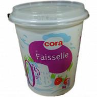 Cora faisselle 0% en cours d'égouttage au lait écrémé pasteurisé 1kg