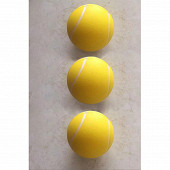 3 balles de tennis en mousse