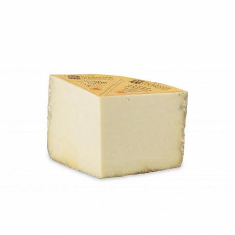 Cantal entre deux aop au lait cru Patrimoine gourmand