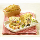 Cake moelleux aux olives en robe de lard 100g